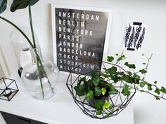 Cute shelf decor, decoration. Black and white, minimalistic, graphic decor. Pinterest inspired room. Room tour.