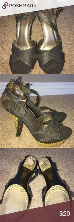 Strappy ankle heels These gently worn strappy green & gold ankle heels are perfect for warm seasons. Woven heels and platform soles. Good condition JustFab Shoes Platforms