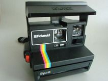 POLAROID Spirit Sofortbildkamera  Model: Spirit 600 CL  Diese Polaroid ist eine sehr, schöne vintage - Kamera die mit einen einzigen Knopfdruck klare Bilder liefert.  Sie ist in allen Funktionalitäten einfach zu bedienen.