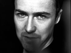 Edward norton american history x - jesse norton edward jones - venus edward norton Edward Norton Fight Club, American History X, Charming Man, Jeremy Renner, Black And White Portraits, Best Actor, Famous Faces, Beautiful Men, Beautiful People