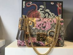 Catawiki online auction house: Gucci - Padlock Bengal Shoulder Bag