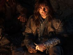 Kili, with a good look at his bracers.