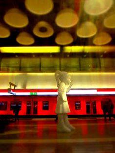 No nyt on ländimetro kännissä! Lava Lamp, Finland, Believe, Table Lamp, Home Decor, Table Lamps, Decoration Home, Room Decor, Home Interior Design