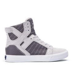 Chad Muskas iconic and highly imitated signature high top is constructed atop a vulcanized sole. Padded lining in the collar and tongue provide comfort and support.