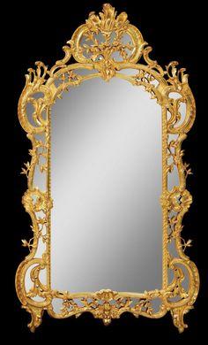 Barroco. Espejo estilo Luis XIV. Marco de madera dorado a la hoja.