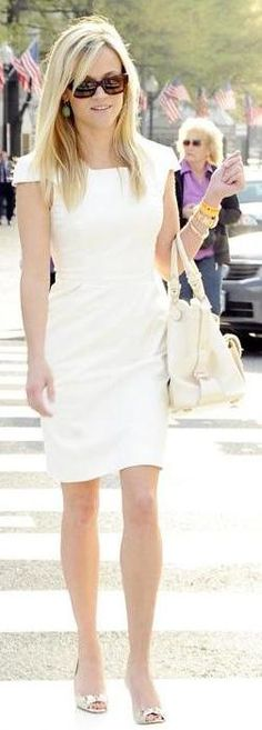 Who made Reese Witherspoon's white purse and jewelry that she wore to the White House Easter egg roll in Washington D.C., April 5, 2010?
