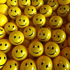 All the smiley yellow faces. They can kill anyone's sour mood. Green And Orange, Black N Yellow, Color Yellow, Colour Colour, Pastel Yellow, Lemon Yellow, Bright Yellow, Yellow Smiley Face, My Favorite Color