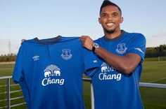 Samuel Eto'o signs two year deal with Everton FC - Liverpool Echo Fc Liverpool, Everton Fc, Transfer News, Latest Sports News, Signs, Blue Fashion, Premier League, The Selection, Chelsea