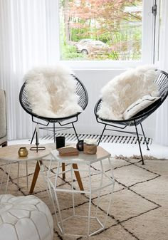 Acapulco chairs Living Room Inspiration, Home Decor Inspiration, Design Inspiration, Decor Ideas, Deco London, Living Room Chairs, Living Room Decor, Dining Chair, Interior Stylist