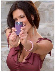 かわいらしいモデルのデニス・ミラーニ