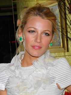 Blake Lively / Lorraine Schwartz emerald earrings