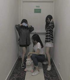 Korean Fashion On The Streets Of Paris Mode Ulzzang, Ulzzang Korean Girl, Ulzzang Couple, Tumblr Bff, Bff Girls, Korean Best Friends, Girl Friendship, Friendship Party, Korean Couple