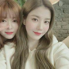 Image may contain: 2 people, selfie and closeup Kpop Girl Groups, Kpop Girls, Yuri, Singer Fashion, Forever Girl, Japanese Girl Group, Pop Idol, Kim Min, The Wiz