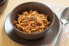 Calling all KRAFT DINNER Macaroni and Cheese lovers! A macaroni and cheese dinner becomes a hearty and tasty skillet supper with the addition of ground beef and salsa. Penne, Pasta, Taco Mac And Cheese, Kraft Dinner, Baked Chicken, Hasselback Chicken, Kraft Recipes, Cooking Instructions, 20 Min