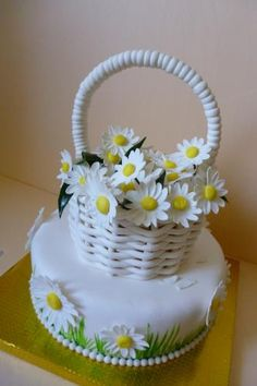 White Basket of Daisies Cake Art