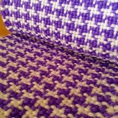 How to Weave the Houndstooth Pattern