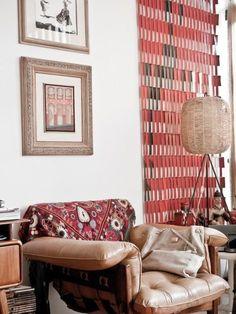 Dans le bureau, gravure, Di Cavalcanti. Fauteuil �Mole�, grand classique du design brésilien, dessiné par Sergio Rodrigues.