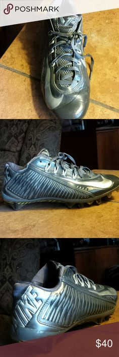 Nike Flywire Football Cleats sz 8 Mens Nike football cleats in a dark gray w/silver check. Worn twice and broke his wrist... excellent condition : ) Nike Shoes Athletic Shoes