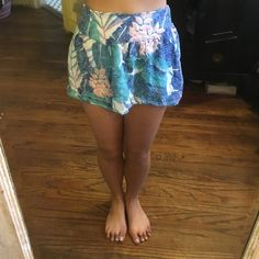 AEO: Tropical Soft Short Shorts Extra small; Colours: Bleu, Peony Pink, Dark Bleu, White, & Lavender American Eagle Outfitters Shorts