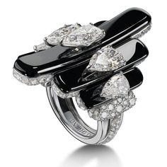 Onyx and Diamond High Jewellery Ring set with pear-shape white diamonds in 18k white gold by de Grisogono