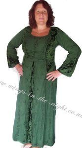 Lovely long New Age style dress by Bares in deep green This Medieval Wiccan style dress is ankle length and made from heavy viscose cotton with Merida Brave Costume, Pixar Costume, Alternative Dresses, Green Lace, Hippy, Ankle Length, Pagan, Costume Ideas, Costumes