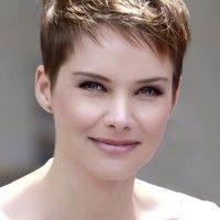 Osvárt Andrea pixie frizura
