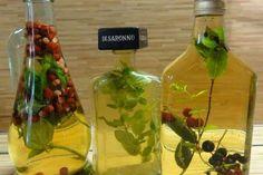 Jak si doma vyrobit bylinkový ocet nebo olej   recept Modern Food, Kraut, Diy Christmas Gifts, Homemade Gifts, Food Art, Korn, Vinegar, Mustard, Pesto