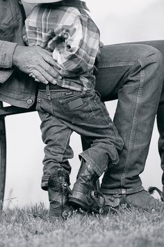 little cowboy - country life . Little Cowboy, Cowboy And Cowgirl, Little Boys, Cowboy Pics, Cowboy Baby, Cowboy Boots, Father Son Photos, Father And Son, Dad Son
