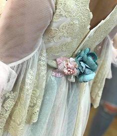 🤗🤗 ¡Máxima ilusión! ¡Empieza a llegar la nueva colección! 😍😍 😮🤩 Este año, contamos con un total de 16 diseñadores y una variedad amplísima de trajes y vestidos de comunión. Ven a verlos sin ningún tipo de compromiso ¿TE LA VAS A PERDER? 📜Hemos abierto lista para que los podáis ver tan pronto como lleguen. 📔 Pide tu cita 📍 C/ de la Rioja, 1 - 03501 Benidorm 📱 619 62 45 28 📧 info@duransbenidorm.com #duransbenidorm #comunión2019❤ ##mercedesdealba #miprincesa Instagram, Clc, Wedding, Fashion, Kids Fashion, Communion Dresses, Suits, Illusions, Engagement