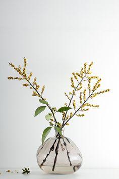 Yellow branch centerpiece: #flowers #yellow: http://www.vtwonen.nl/blog/homeshopping/op-op.html