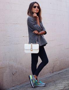 New Balance multicolores + pull gris + slim noir + sac blanc >> http://www.taaora.fr/blog/post/look-blogueuse-avec-new-balance-574-couleurs-gris-bleu-vert-slim-noir-pull-gris-chine #newbalance #outfit #look
