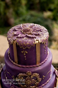 Gorgeous Wedding Cake Fresh Flowers Combo You Will Love – Bridezilla Flowers Wedding Cake Fresh Flowers, Indian Wedding Cakes, Purple Wedding Cakes, Elegant Wedding Cakes, Beautiful Wedding Cakes, Beautiful Cakes, Amazing Cakes, Indian Weddings, Gold Wedding