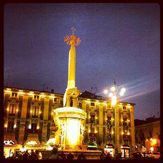 Il duomo di Catania di sera