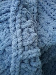 Blankets handmade from hypoallergenic yarns, especially for baby clothes. The blankets are pleasant to the touch and warm. Hand Knit Blanket, Knitted Baby Blankets, Soft Blankets, Merino Wool Blanket, Newborn Gifts, Easy Crochet, Hand Knitting, Baby Shower Gifts, Free Pattern