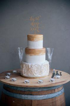Wedding cake idea; Featured Photographer: Amy Shuman Photography