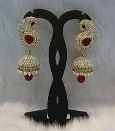 Find wide range of fashion jewellery, imitation, bridal, artificial, beaded and antique jewellery online. Buy imitation jewellery online from designers across India. Stylish Jewelry, I Love Jewelry, Jewelry Design, Fashion Jewelry, Girls Earrings, Women's Earrings, Wedding Jewelry Sets, Bridal Jewelry, Antique Jewellery Online