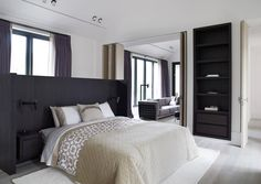For the 'Asia Residential Resort' located in the Oak Valley, the architect Piet Boon was commissioned to design and furnish a private residence. Top Interior Designers, Modern Interior, Interior Ideas, Bedroom Sets, Bedrooms, Master Bedroom, Bedroom Inspo, Decoration, Furniture Design