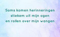 Soms kun je de woorden even niet vinden. Op RememberMe.nl vindt je mooie quotes over rouw en afscheid nemen, die je een steuntje in de rug bieden. Pain Quotes, Me Quotes, Qoutes, Miss You Dad, Dutch Quotes, Writing Quotes, In My Feelings, Beautiful Words, Grief