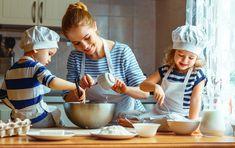 Na svoje si prídu šikovné gazdinky aj malí či veľkí školáci - Akčné ženy Easy Baking For Kids, Easy Meals For Kids, Kids Meals, Cooking Photos, Cooking Classes For Kids, Montessori Toddler, Maria Montessori, Kitchen Images, Stock Foto