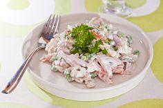 Italiansalaatti    2 porkkanaa 10 cm:n pala purjoa n. 300 g palvikinkkua palana 1-2 omenaa ...