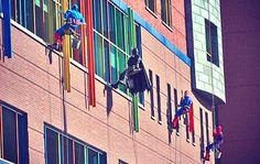4 ยอดมนุษย์ไต่ตึงเช็ดกระจก ณ โรงพยาบาลเด็กแห่งพิตส์เบิร์ก