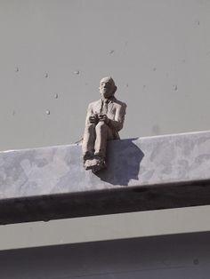 Isaac Cordal. cement micro sculpture