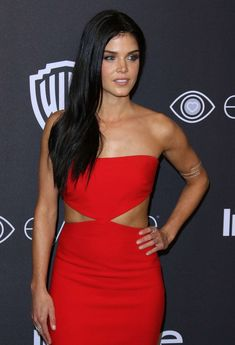 Marie Avgeropoulos: 2017 InStyle and Warner Bros Golden Globes After Party Marie Avgeropoulos, Beautiful Celebrities, Beautiful Actresses, Beautiful People, Beautiful Women, Golden Globes After Party, Non Blondes, Lady In Red, Editorial Fashion