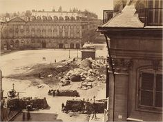 The Vendôme Column photographed by Franck in 1871.