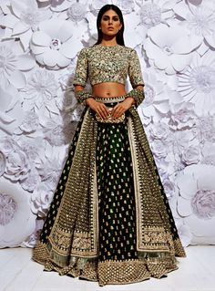 Indian Lehenga Choli Designs For Wedding 2019 Lehenga Choli Designs, Bridal Lehenga Choli, Lehenga Blouse, Silk Lehenga, Indian Wedding Outfits, Bridal Outfits, Bridal Dresses, Flapper Dresses, Indian Reception Outfit