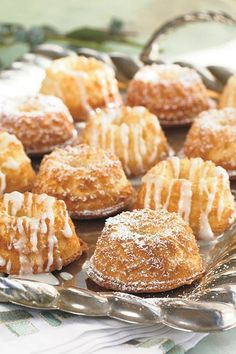 Baby Pound Cakes Enjoy these pound cake bites for breakfast or as a latenight snack by the fire or split and toast them with butter Vanilla bean paste which can be found. Mini Desserts, Just Desserts, Dessert Recipes, Irish Desserts, Easter Desserts, Gourmet Desserts, Plated Desserts, Dessert Ideas, Delicious Desserts
