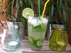 Recept na domácí mátovou limonádu. Nechte probudit své smysly Lemonade Cocktail, Cocktail Drinks, Cocktails, Healthy Diet Recipes, Home Recipes, Summer Drinks, Mojito, Health Tips, Smoothies