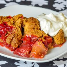 A new take on this classic type dessert with a buttery graham crumble topping. So delicious with ice cream! Crumble Recipe, Crumble Topping, Rock Recipes, Apple Recipes, Sweet Potato Dessert, Glass Baking Pan, Classic Desserts, My Dessert, Deep Dish