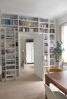plants on each side of the bookcase would work nicely Interior Design Diy, Home Library Design, Home, Home Libraries, Diy Interior Design Living Room, Ikea Farmhouse Sink, House Interior, Home Deco, Home And Living