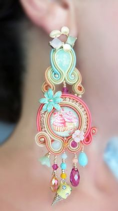 """Ice cream"" Earrings by Serena Di Mercione Fashion Earrings, Fashion Jewelry, Mixed Media Jewelry, Passementerie, Soutache Earrings, Earring Tutorial, Embroidery Jewelry, Fabric Jewelry, Shibori"